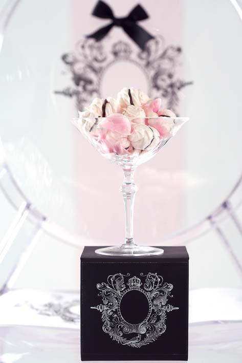 Chocolate meringue kisses