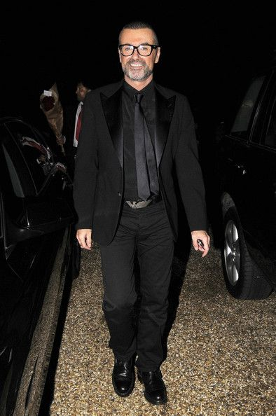 George Michael Photos Photos - A good spirited George Michael arriving home after Elton John and David Furnish's White Tie and Tiara party. - George Michael Returns Home