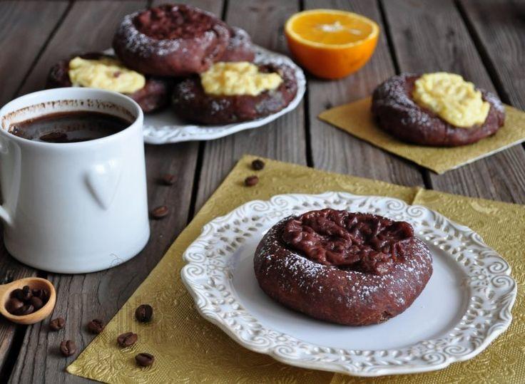 Kawowe drożdżówki z budyniem i pomarańczową nutą