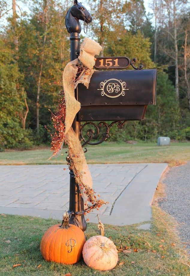 Even your mailbox can get in on fall festivities. This stylish look is easy to recreate. All you need is a small piece of burlap, some berry sprigs, and a couple small pumpkins.