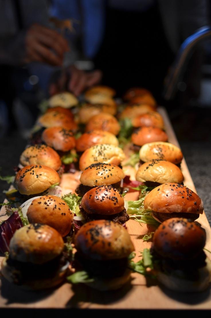 Minihamburgare på Monster Bar & Steakhouse Invigning