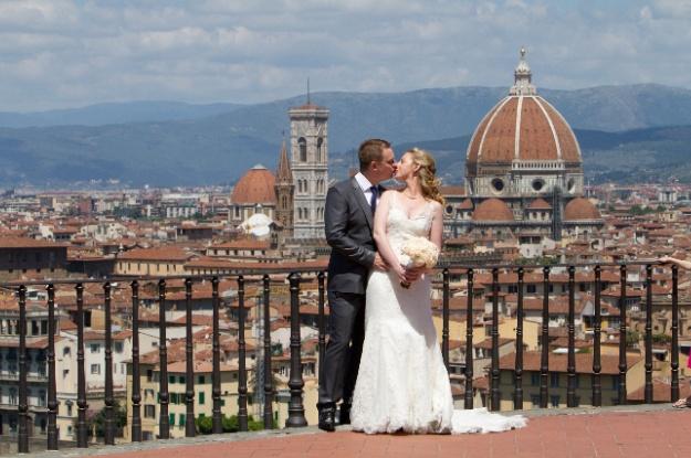 Florence wedding kiss