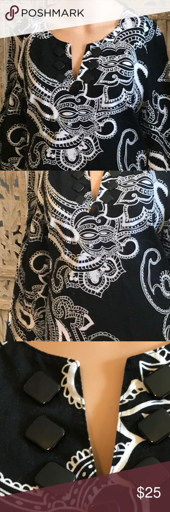 Emma James black and white paisley tunic This is a beautiful, long, black and white paisley tunic, this blouse will look beautiful with some leggings or some Capri pants. Emma James Tops Tunics