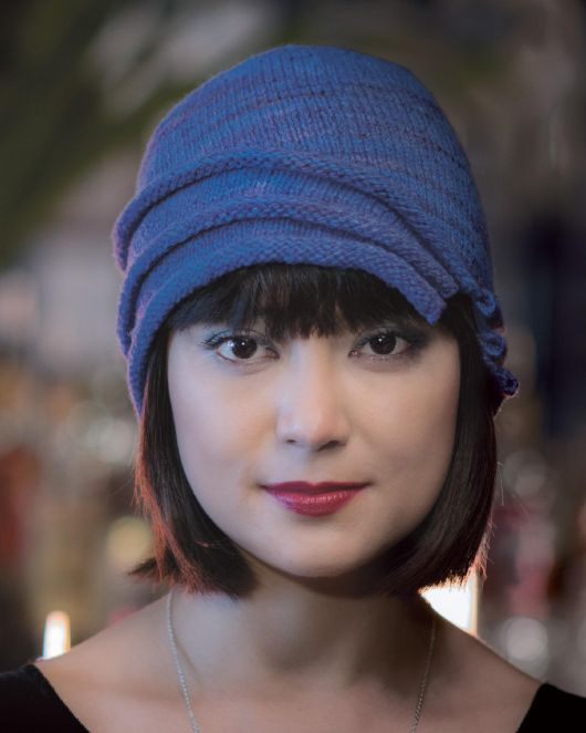 Оригинальная шляпка вязаная спицами из нового выпуска журнала Pompom.