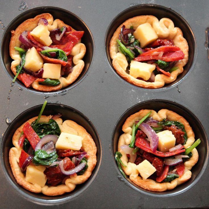 Minipai med spinat, cheddar og Tind speket pølse med lam og røde krydder