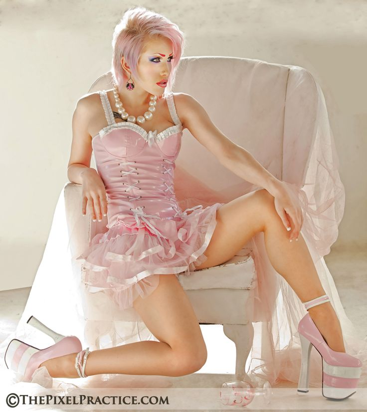 pose in chair