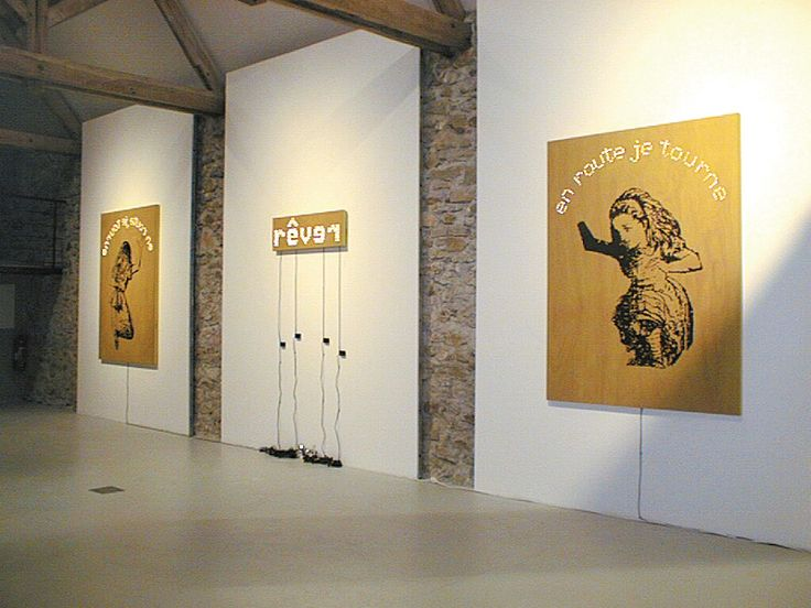 Paz Carvajal | rêver en route je tourne, Pintura sobre madera y luz / Paint, wood boxes and lights, 2003