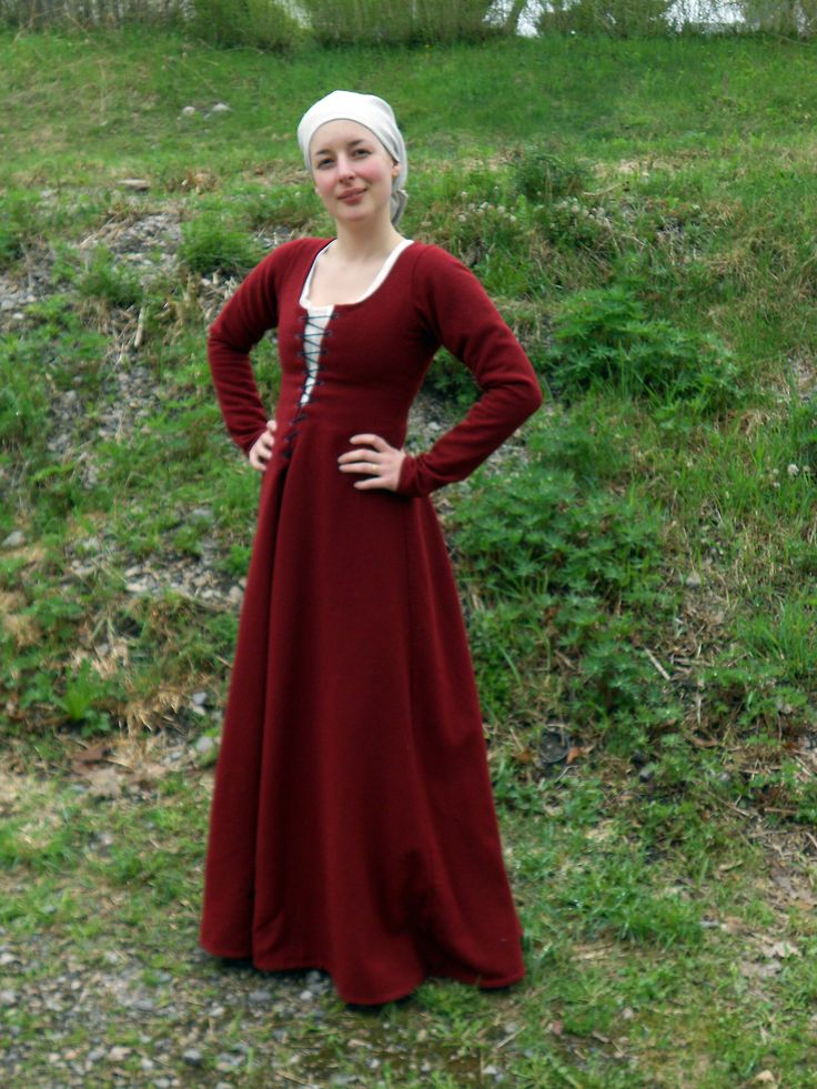 Hantverkat (one side of Mehloic) - 1300tals dress or cotehardie