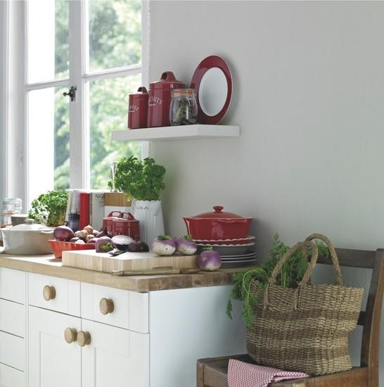Hygena Cavell Cream - Show in Cream with a solid wood work surface and round oak knobs. Perfect for achieving a country cottage look.