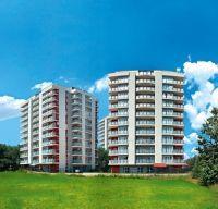 Ansamblul rezidenţial Edenia Titan este format din 3 clădiri moderne cu 11 etaje, amplasate în centrul verde al zonei Titan. Cea mai nouă dintre ele a fost finalizată în toamna anului 2013.