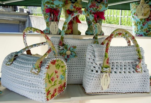 News borse fai da te: una linea floreale per le borse di tessuto e fettuccia