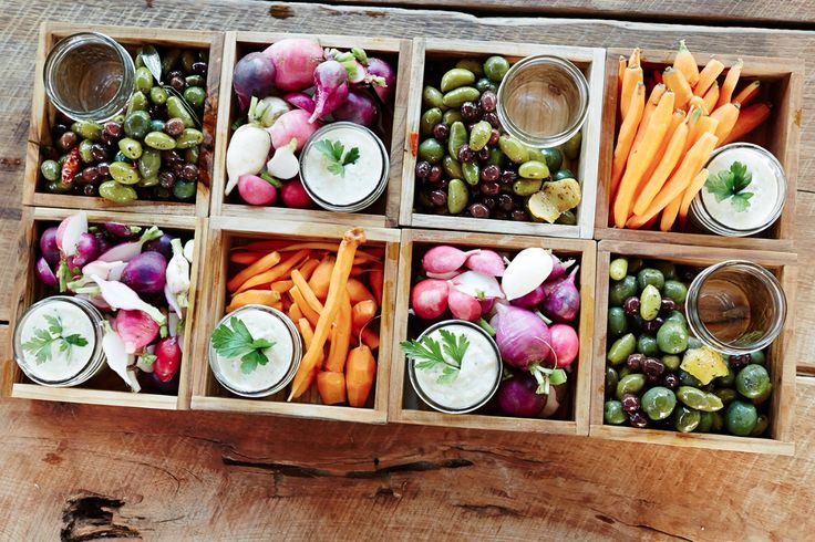 Veggies nibbles for when guests arrived.  Chef Jeff Schwarz whipped up a yummy white bean dip for the local carrots & radishes!