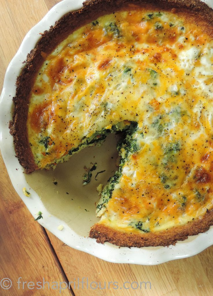Cheesy Vegetable Quiche with Cauliflower Crust: a cheesy quiche loaded with vegetables, baked in a low-carb, gluten free, and deliciously seasoned cauliflower crust.