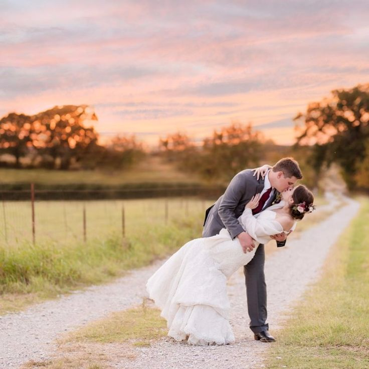 Emily Chappell Photography is a Dallas Wedding Photographer specializing in timeless wedding photography for the Dallas-Fort Worth metroplex! See more here Contact: Service - Photographers Website - emilychappellphotography.com