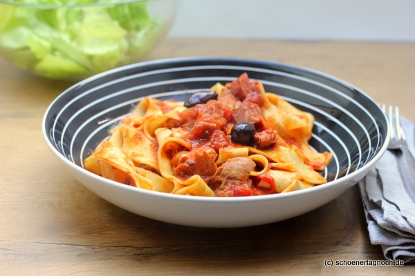 Schöner Tag noch!: Nachgekocht: Mediterranes Schmorhuhn mit Chorizo und Oliven