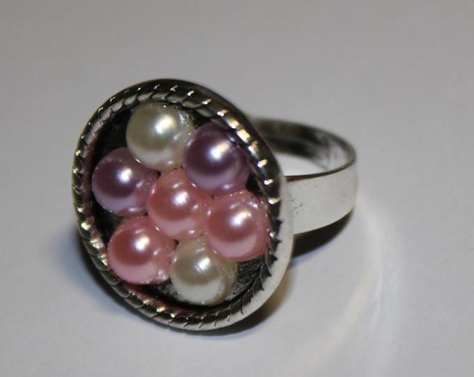 Anillo plateado ajustable con perlas de diferentes colores - See more at: http://lookestilo.com/portfolios/artesania-mr/productos/anillo-plateado-con-perlas-varias#sthash.wf55g45n.dpuf