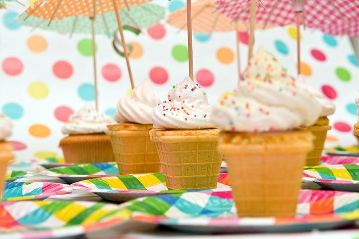 Traktatie ijsje, leuk om te maken en kinderen vinden deze traktatie heel grappig en lekker.