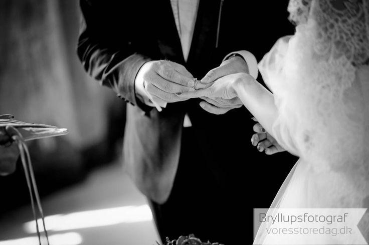 #wedding #weddingphotographer #weddingphotography #gerttingmarried #weddingflowers #weddinginspiration #bride #groom #lovestory #weddingceremony #realweddings #bridegroom #lovestorypic #weddingmagazine #weddingdetails #photooftheday #dress #picures #Denmark #bryllupsfotograf #bryllupsbilleder #bryllupsfotografering #fotograf #bryllup #bryllupdk  http://bryllupsfoto.voresstoredag.dk/udpluk-af-2015