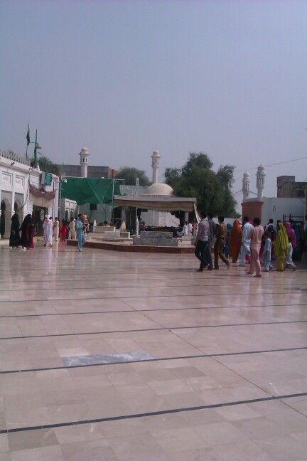 Baba Farid ganj Shakar R,A mazar shareef k samne ki jga