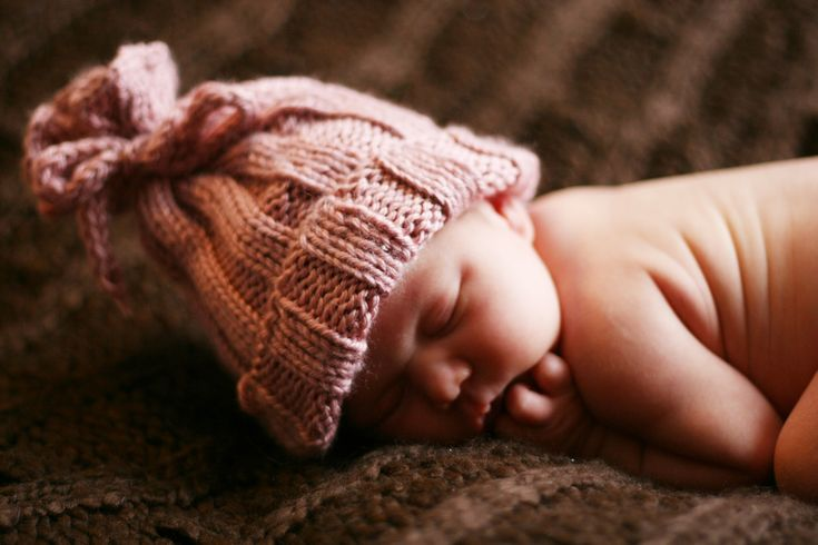 Ravelry: Rib-Knit Baby Hat by Jennifer Sauselein