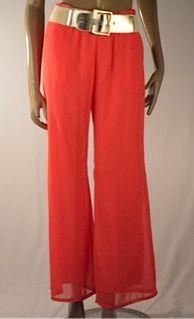 Pantalón en chiffon con cinturón, disponible en coral, verde y blanco $115.000