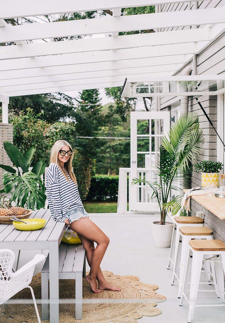 Hannah Blackmore, a wedding and lifestyle photographer based in Sydney, Australia.