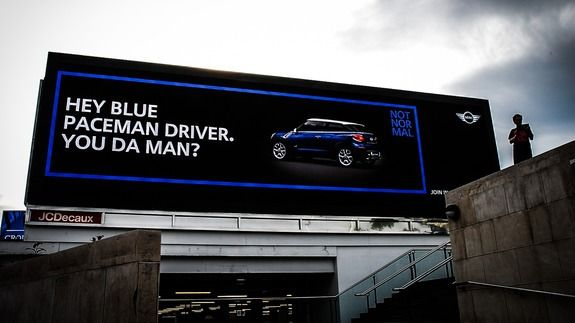 Electronic Billboards in London Deliver Special Messages to Mini Drivers - http://tech.onwired.biz/social-media/electronic-billboards-in-london-deliver-special-messages-to-mini-drivers/
