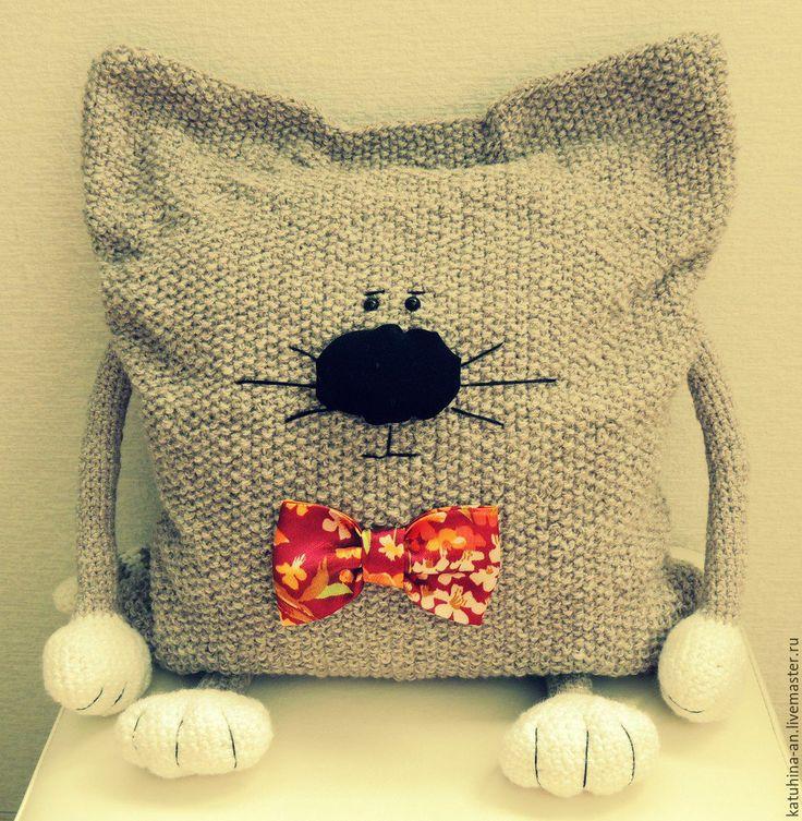 Текстиль, ковры ручной работы. Вязаная подушка-кошка.