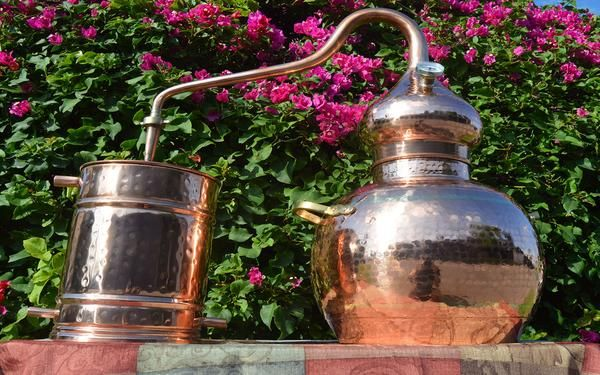 For the passionate moonshiners, our best selling 5 gallon copper moonshine and whiskey stills are perfectly crafted of superb quality.
