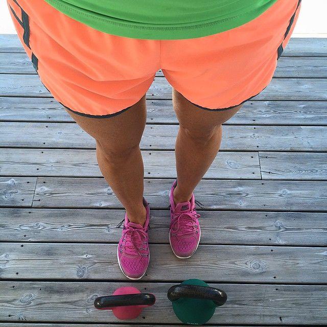 First work out in FOUR weeks - missed it so much but I am soooo scared  Following @kayla_itsines #kettleball #workout #homewirkout #pt #training #running #löpning #träna #rohnisch @rohnisch top # hm #nike