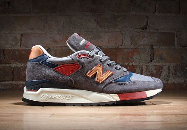 """New Balance proceeds in the only way they know how, with more high-quality made in the USA editions of their classic running silhouettes. Next up to start out fall is the """"Mid-Century Modern"""" pack, featuring a few favorite models in … Continue reading →"""
