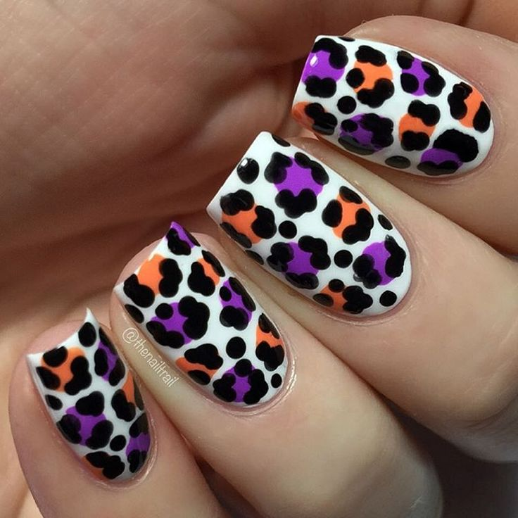First Halloween-themed mani for the year! Can't believe we're half way through October already and I haven't done any Halloween designs yet! Thought I'd ease into things with some leopard print Lots more designs to come!