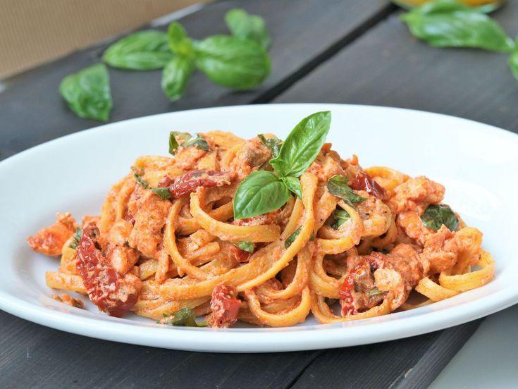 Pasta mit Ricotta ist einfach unschlagbar, für mich absolutes Soul Food. Und meistens mache ich viel zu viele Nudeln, läuft nämlich eher so ohnegenaues Abwiegen. Diese Tagliatelle mit Lachs &…