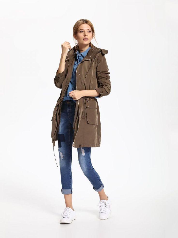 Top Secret Kabát dámský s odepínací podšívkou a kapucí Dámský kabát z kolekce TOP SECRET je vyroben z příjemného materiálu. Má delší střih se stahovací šňůrkou v pase. Kabát má na knoflíky oddělávací vyteplenou podšívku …