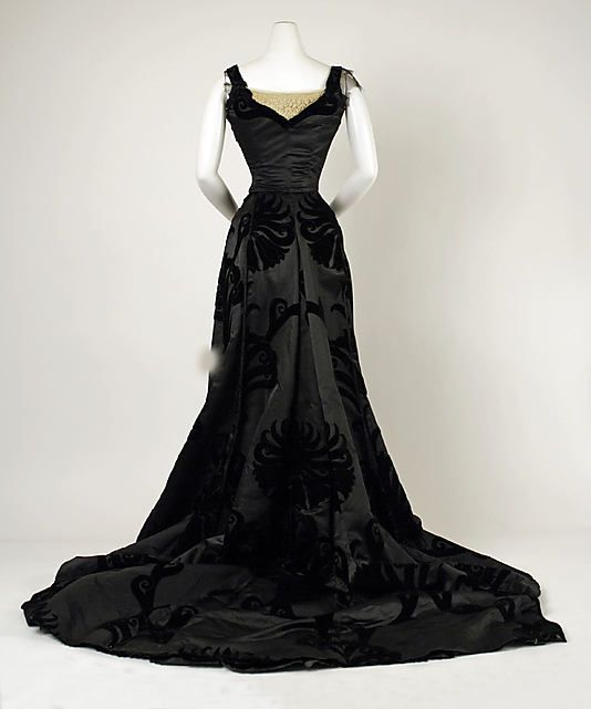 Evening dress House of Worth  (French, 1858–1956) Date: 1898–1900 Culture: French Medium: silk, cotton