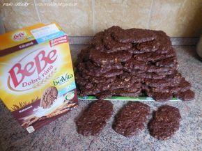 Domácí BeBe sušenky celozrnná mouka 500 g, ovesné vločky 500 g, cukr 500 g, drcené ořechy 250 g hodně kakaa (od Kovandů) skořice, kypřicí prášek máslo 250 g vejce 8 ks mléko podle potřeby