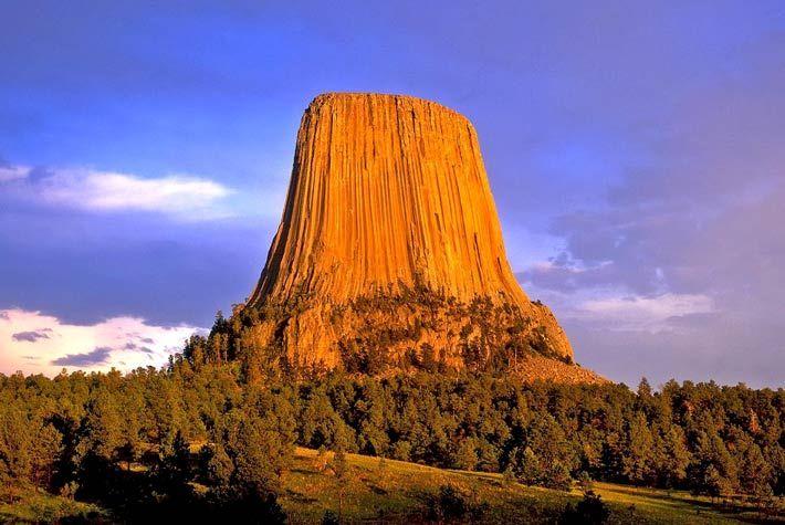 Devil's Tower, Black Hills, Wyoming, USA >>> Monoliti Più Grandi Del Mondo >>> http://www.piuvivi.com/viaggi-e-vacanze/monoliti-piu-grandi-al-mondo-pianeta-terra.html <<<