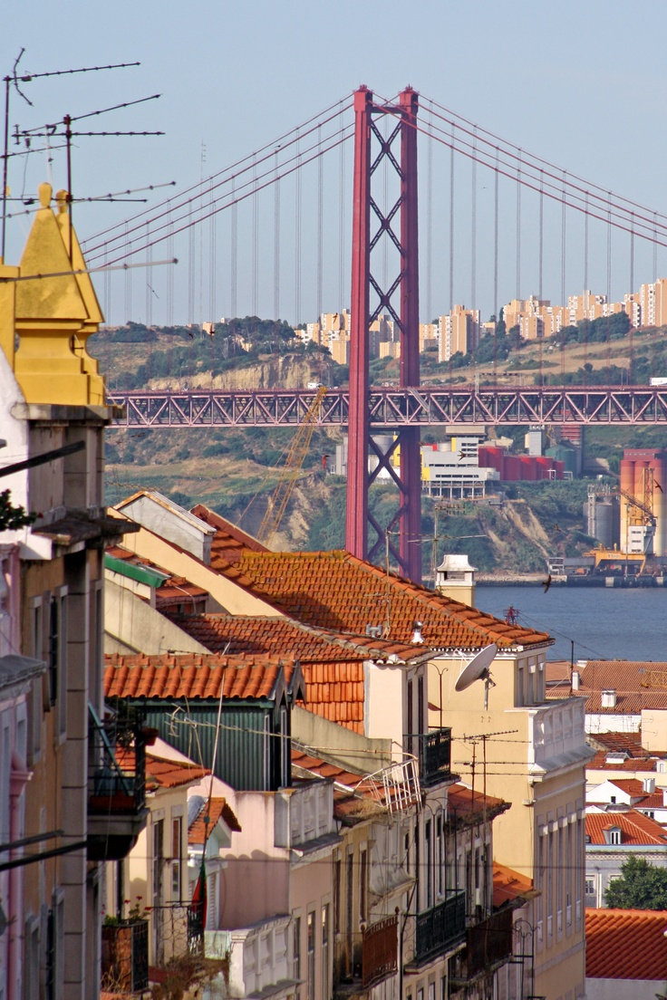 25 de Abril bridge, Lisbon, Portugal - looks like my Golden Gate Bridge =)