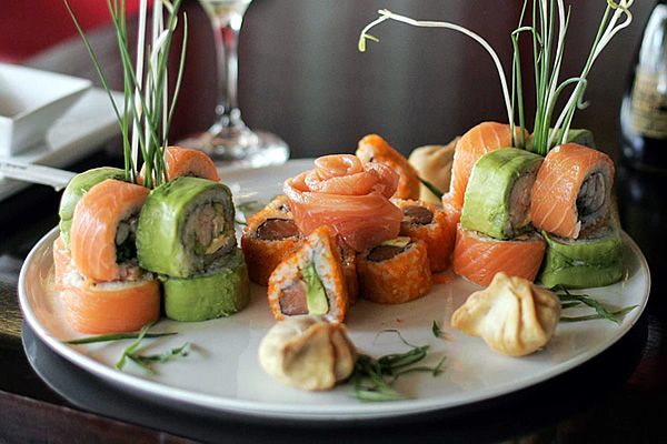 """Baires Sushi Club (Jorge Washington 11, segundo nivel). El empresario y chef Cristián Pacheco lleva 12 años en el rubro, primero en el barrio Brasil, y desde hace más de un año en Ñuñoa: """"Tenemos una cocina de muy buena calidad, que permanece abierta hasta tarde. Cubrimos una necesidad que nos dio muy buen resultado""""."""