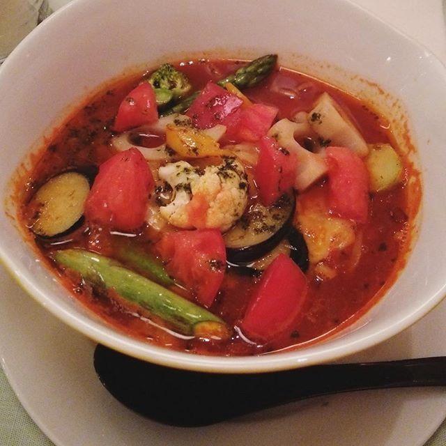 お昼 lunch トマト麺 ・ ・ ・ #トマト#ラーメン#らーめん#麺類#バジル#チーズ# ナス#カリフラワー#ブロッコリー# セロリ# アスパラガス#じゃがいも#イタリアン#人気メニュー#渋谷#109#女子ごはん#レンコン#スープ#lunch#lunchtim#dinner#eat