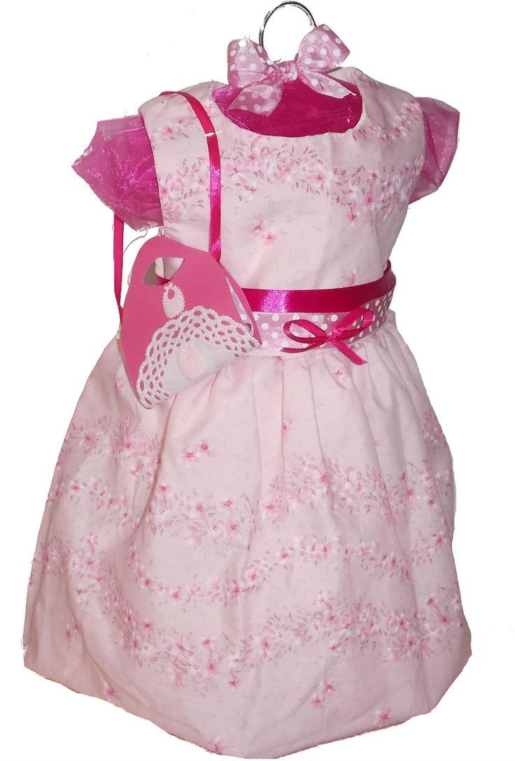 Tort din scutece cu rochita roz www.venellagift.ro