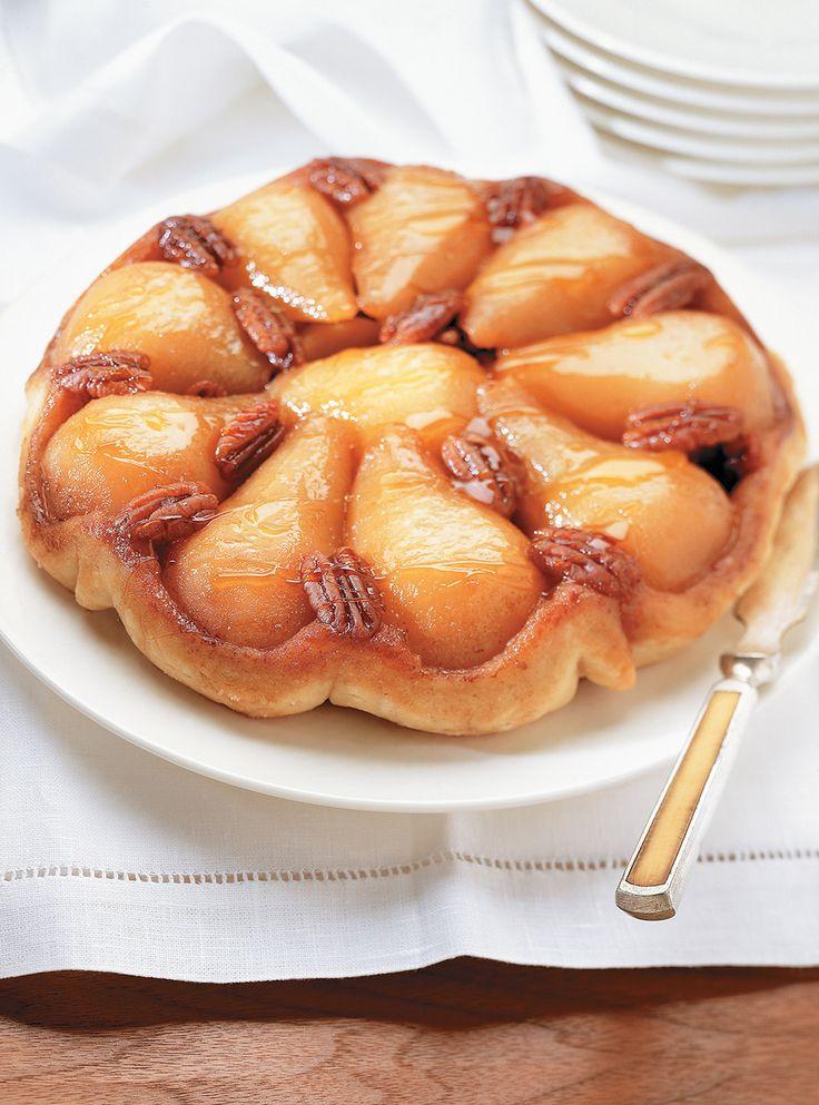 Recette de Ricardo de tarte tatin aux poires et aux pacanes.  Cette tarte aux…