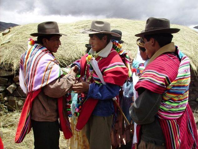 Por pueblo aymara   entendemos al conjunto de individuos que tienen como lengua materna al aymara y también a las personas y grupos que claman para sí su identificación como aymaras.