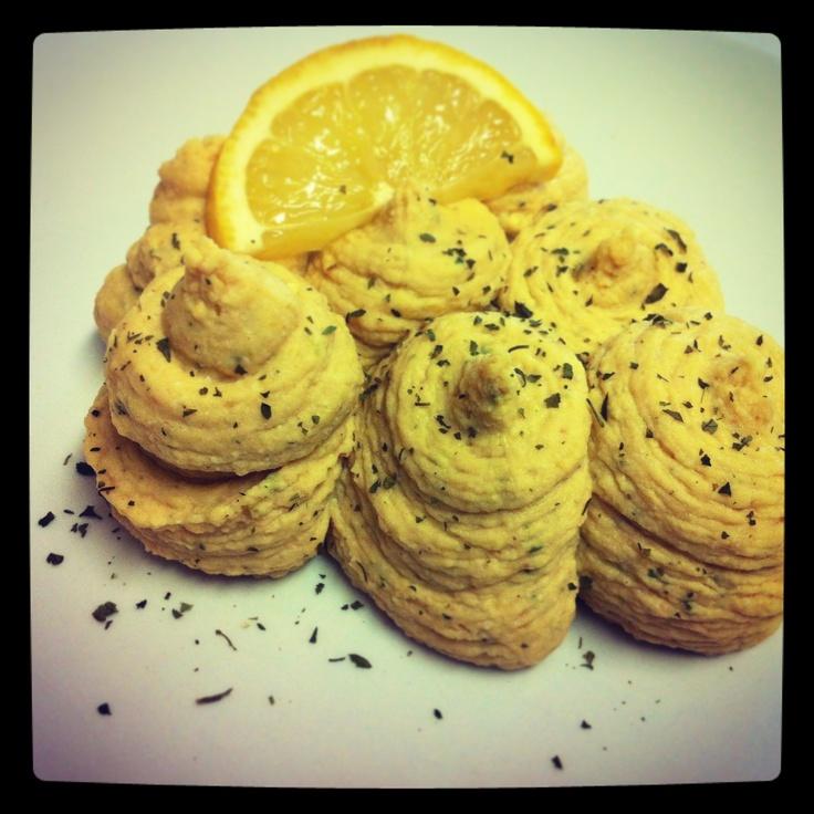Humus proteico: puré de grão de bico, ovo cozido, pasta de amendoim Master Peanut Crocante e sementes de cânhamo! Delicioso e nutritivo acompanhamento!