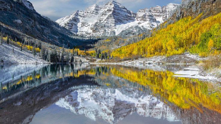Скачать обои горы, Колорадо, отражения, Maroon Bells, штат, озеро, вода, пики, Elk Mountains, осень, США, раздел пейзажи в разрешении 1920x1080