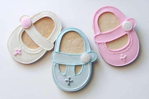 Detalles para bautizo: fotos tendencias 2016 - Galletas de regalo en forma de zapatos