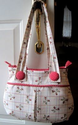 Pretty Tote bag with covered buttons