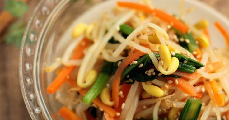 彩りの綺麗な豆もやしのナムルです♪お弁当の隙間に入れても綺麗ですよ^^