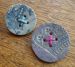 Lace print ceramic button brooches