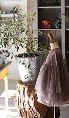 Un abitino Babe&Tess in caldo cotone elasticizzato e tulle... per il dolce Natale delle nostre principesse   http://www.cocochic.it/it/bambina/919-abito-con-gonna-in-tulle.html#/taglia-2a